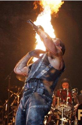 Till Lindemann - Rammstein Performance - Konzert im Madison-Square-Garden in New-York 2010