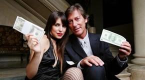 Ein reicher Mann mit einer jungen Frau
