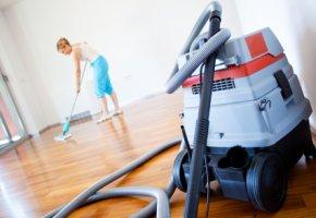 Reinigungskräfte verdienen zu wenig Geld für ihre Arbeit