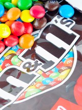 Resteverwertung: Candy-Wrapper - aus der Verpackung von Süßigkeiten werden Handtaschen