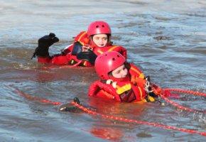 Rettungsschwimmer in Einsatz - leben zu retten