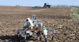 Prospero Robot Farmer arbeitet auf dem Acker