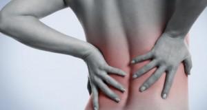 Starke Schmerzen im unteren Rückenbereich.