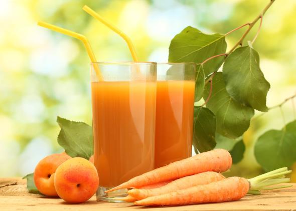 Frische Obst- und Gemüsesäfte sollen dabei helfen, mit der Saft Diät abzunehmen