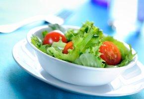 Salat und Gemüse statt Kohlenhydrate
