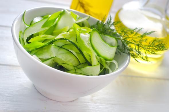 Salatgurken haben kaum Kalorien.