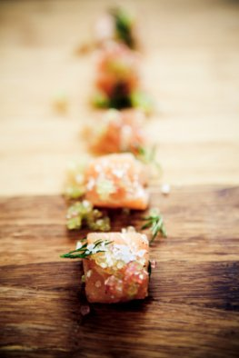 Salmon mit Meersalz und Kräutern