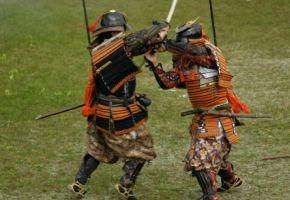 Samurai im Zweikampf mit Daishô Schwerter