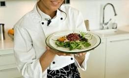 Sara La Fountain bei einer Kochpraesentation