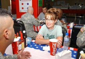 Sarah Palin zu Besuch bei amerikanischen Soldaten in Kuwait