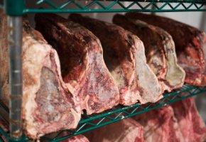Schimmelbildung - drei Wochen müssen die Steaks liegen bleiben