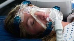 Schnarcher mit Überdruckmaske haben niedrigere Blutfettwerte als Patienten ohne Maske