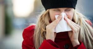 Starker Schnupfen belastet die Nasenschleimhaut.