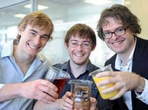Dr. Stefan Bon mit seinem Team. Bild: © University of Warwick
