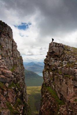 Schottland - Hohe Berge und im Hintergrund liegen die Highlands