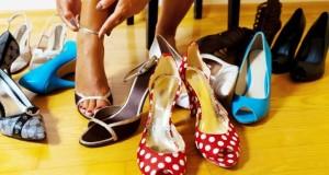 Wer Schuhe kauft hat die Wahl zwischen Synthetik und Lederschuhen.