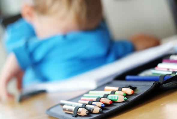 Leistungsdruck: Ein Junge leidet unter Schulstress.