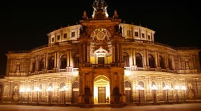 Die Semper Oper bei Nacht