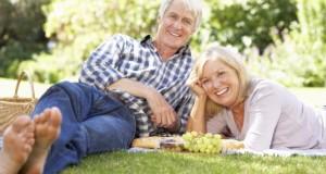 Senioren genießen ihr Beziehungsleben im Ruhestand.