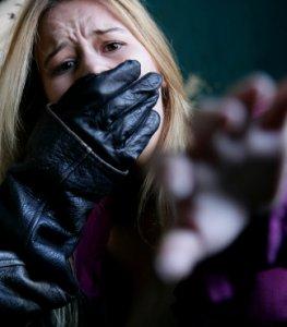 Sexuelle Gewalt - die Frau fürchtet um ihr Leben