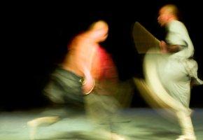 Shaolin Mönche beim täglichen Kung Fu Schwertkampf-Training