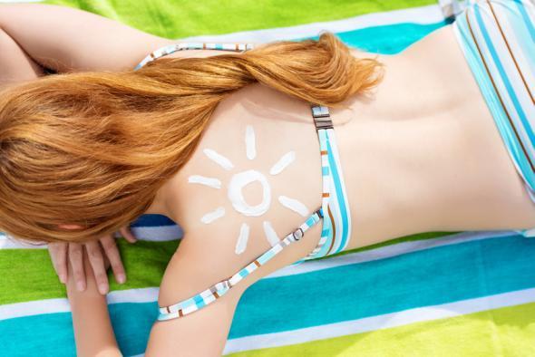 Beim Sonnenbrand kann man Joghurt auf die Haut auftragen.
