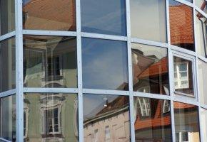 Sonnenschutzfolie auf den Fensterscheiben