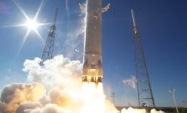 SpaceX Falcon 9 beim Start ins Weltall