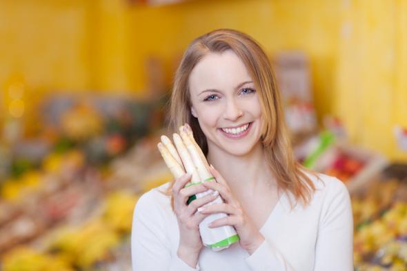 Spargel kann bei Diabetes helfen und den Blutzuckerspiegel senken.