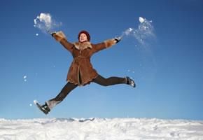 Täglicher Spaziergang im Schnee, bringt den Kreislauf in schwung