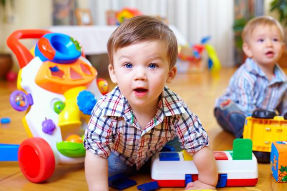 Spielzeug mieten statt teures Kinderspielzeug kaufen.