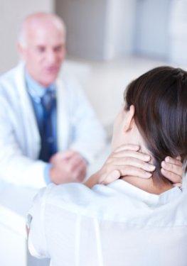 Starke Nackenverspannungen - hier hilft die Andullationstherapie