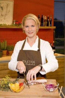 Sterneköchin Cornelia Poletto beim Kochen