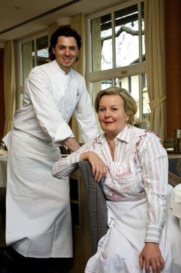 Sterneköchin Lisl Wagner-Bacher mit Küchenchef und Schwiegersohn Thomas Dorfer.