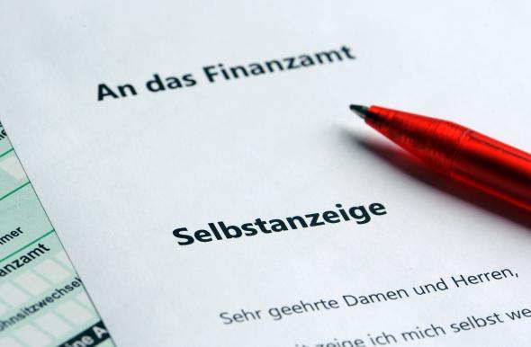 Steuerbetrug - immer häufiger landen Selbstanzeigen beim Finanzamt.