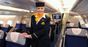 Traumberuf Stewardess bei der Lufthansa.