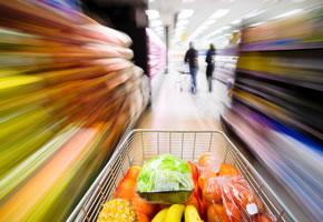 Stress beim Einkauf: Lebensmittel im Einkaufswagen