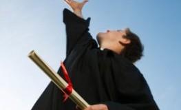Student hat das Hochschulstudium erfolgreich abgeschlossen