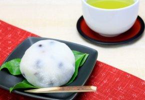 Süßspeisen auf Japanisch - Mochi mit grünen Tee