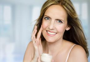 Gesichtspflege, eine Tagescreme hilf gegen trockene Haut