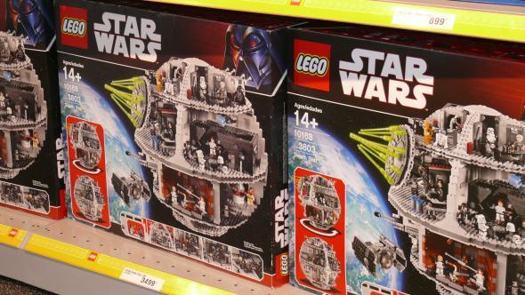 """Der Original Bausatz """"Todesstern"""" von Lego."""