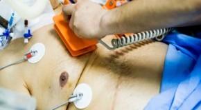 Übergewichtig - Versuch der Wiederbelebung mit dem Defibrillator