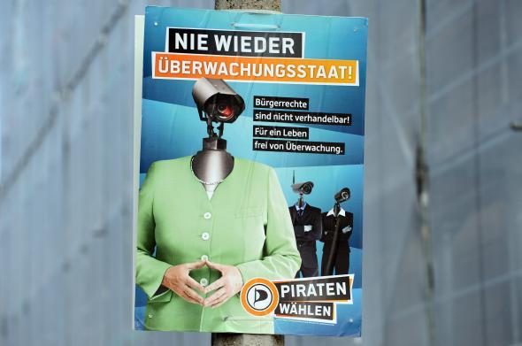 Nie wieder Überwachungsstaat! Plakat der Piratenpartei.