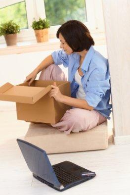 Unboxing - Auspacken von einem Laptop