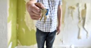 Untervermietung - Übergabe der Haustürschlüssel.