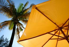 UV-Schutz, ein Sonnenschirm bietet Schutz