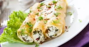 Vegetarische Cannelloni mit frischen Kräutern.