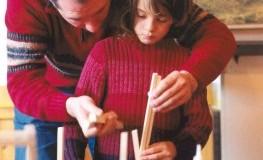 Waldorflehrer mit einer Schülerin
