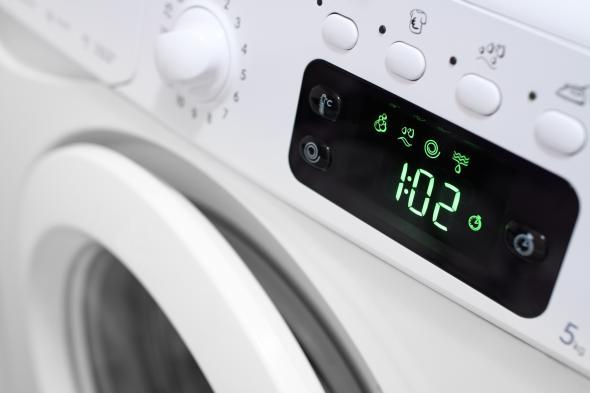 Eine Waschmaschine und ihr Display.