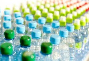Wasser in verschiedenen Formen: mit Kohlensäure und ohne